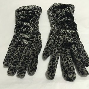 Women's leopard Isotoner gloves